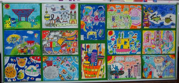 这些作品都是此次科技节科幻画创作比赛中的获奖作品。学生们利用自己手中的画笔描绘了世博会与人们的生活,作品生动,充满童趣,获得了评委老师们的一致好评。 科幻画是学生喜爱的一种作品形式。学生将自己的奇思妙想以科幻画的形式表现出来,富有儿童趣味的科幻画同时具有科学性和艺术性。同时科幻画的形式有助于提高学生的空间想象能力和出色的表现能力。