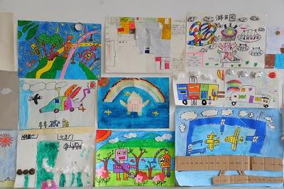 幻想画;五年级同学则寻找最近世界上的科技成就制作